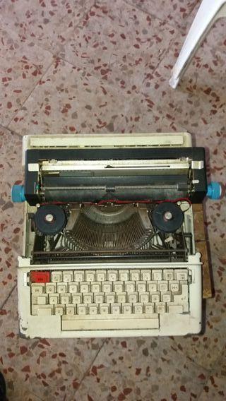 máquina de escribir eléctrica antigua