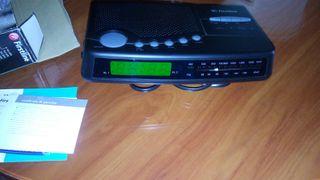 Reloj radio despertador electronico.