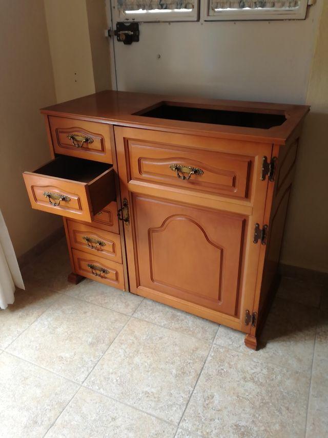 Mueble maquina de coser con elevador de segunda mano por