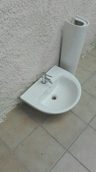 lavabo con pedestal y grifo