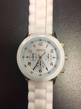 Reloj blanco