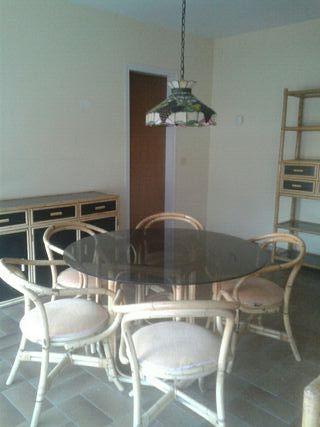 Comedor. Mesa, 6 sillas, aparador y libreria