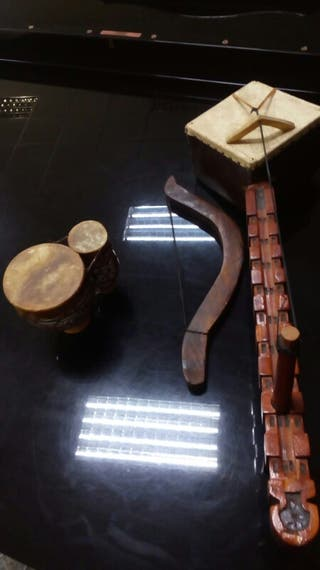 Dos Instrumentos musicales africanos