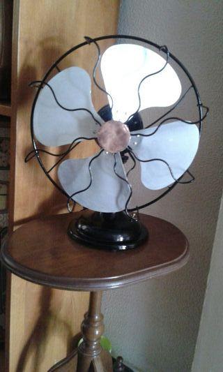 Ventilador antiguo a 125 voltios y de 40w.