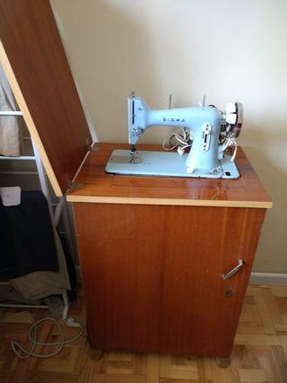 Maquina de coser y mueble.SUGERIR