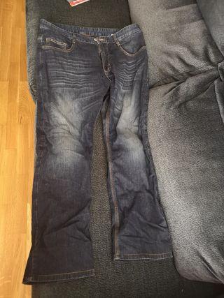 pantalones vaqueros moto