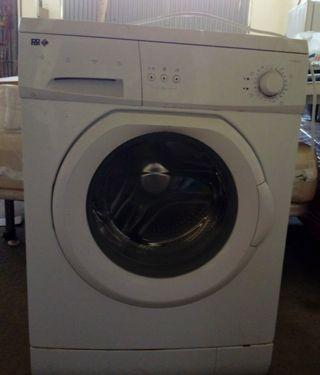 Vendo lavadora, nevera y mesa de vídreo blanco