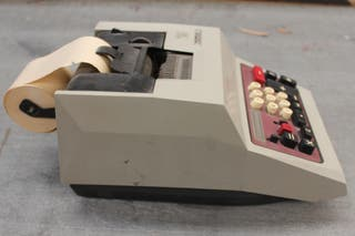 Calculadora eléctrica Hispano Olivetti. 40x21x16cm