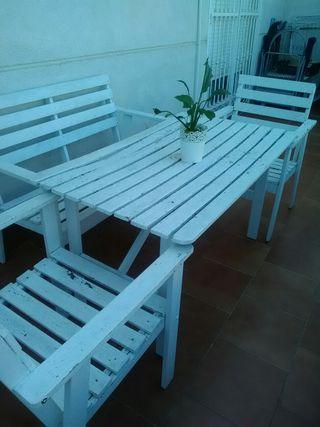 Mesa y sillones