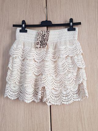 Falda-short color hueso