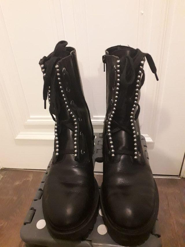 tienda de liquidación gran variedad de estilos zapatos de separación Botas negras militares de piel.Mujer.Zara Woman de segunda ...