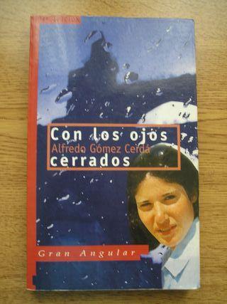 """Libro lectura """"CON LOS OJOS CERRADOS"""""""