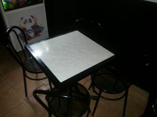 juego de mesa y sillas de bar