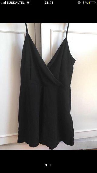 Mono elegante negro corto