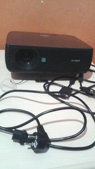 Proyector Sony con pantalla 2x2 m