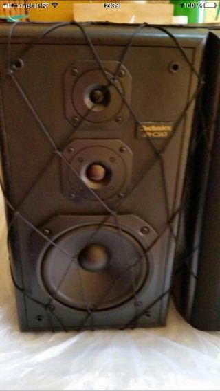 Altavoces y amplificador techn