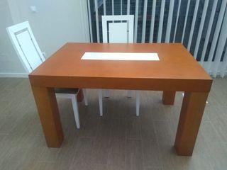 Mesa de comedor extensible y 4 sillas