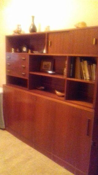 Habitación,comedor,mueble con cama extraíble.
