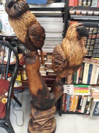 Talla de búho y águila en madera