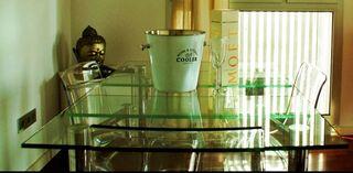 Mesa de comedor de cristal con 4 sillas