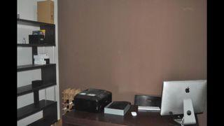 Mesa y estanteria despacho