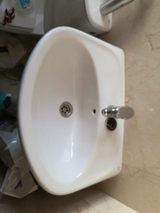 vendo lavabo de manos ba o de segunda mano por 10 en dos