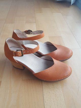 Zapatos de piel con tacon Camper T. 35