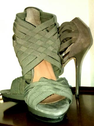Sandalias de tacón Zara NUEVAS de segunda mano por 18 € en