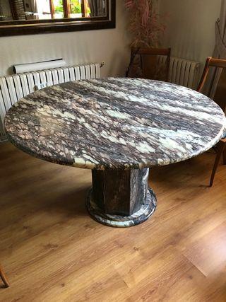 Mesa mármol y sillas