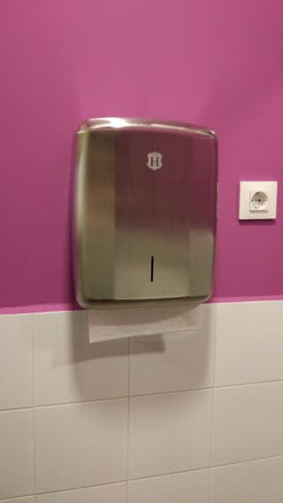 Dispensador de jabon, papel WC, papel manos y cubo