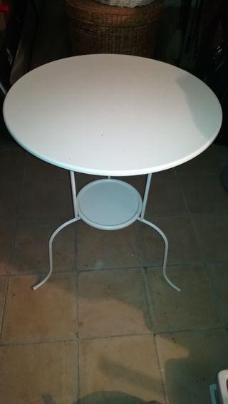 Mesa blanca metal