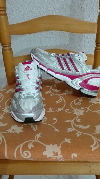 Zapatillas Adidas talla 40-41.