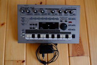 Rcaja de ritmos oland MC303