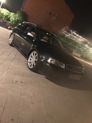 Audi A4 2004 look rs4