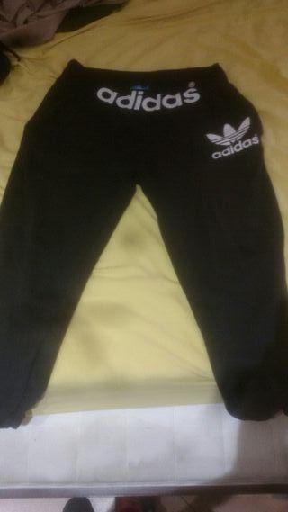 1323a7acedf30 Pantalones Adidas de segunda mano en la provincia de Girona en WALLAPOP
