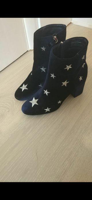 Blue velvet boots with stars