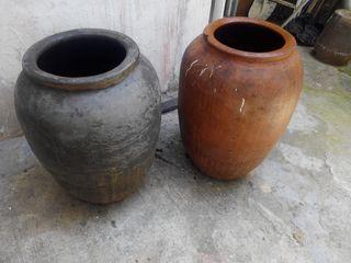 Dos tinajas antiguas