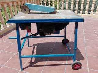 mesa para cortar ladrillos de obra