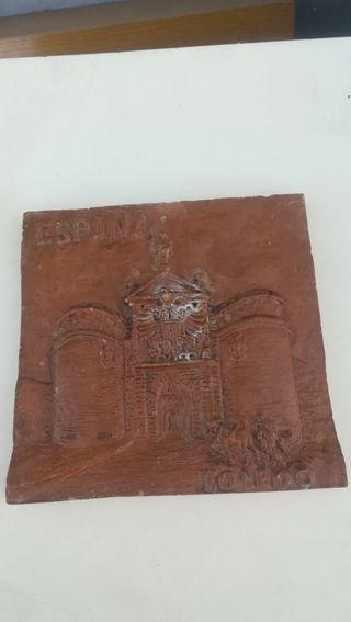 Antiguo azulejo de la Puerta de Bisagra