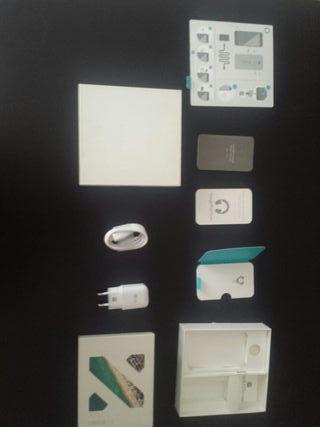 Caja y accesorios nexus 5x