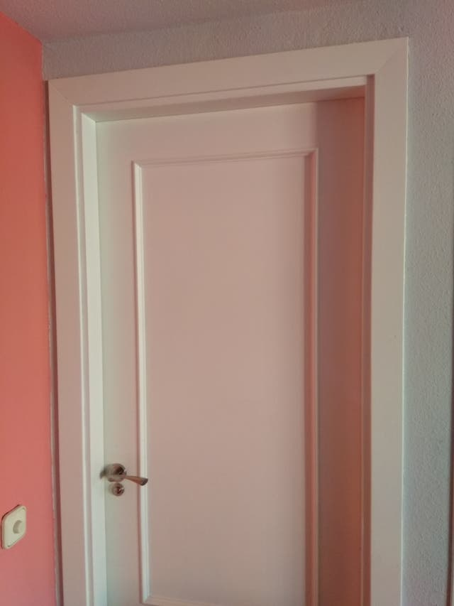 Puertas macizas madera blancas molduras y jambas de segunda mano en alcobendas en wallapop - Molduras para puertas ...