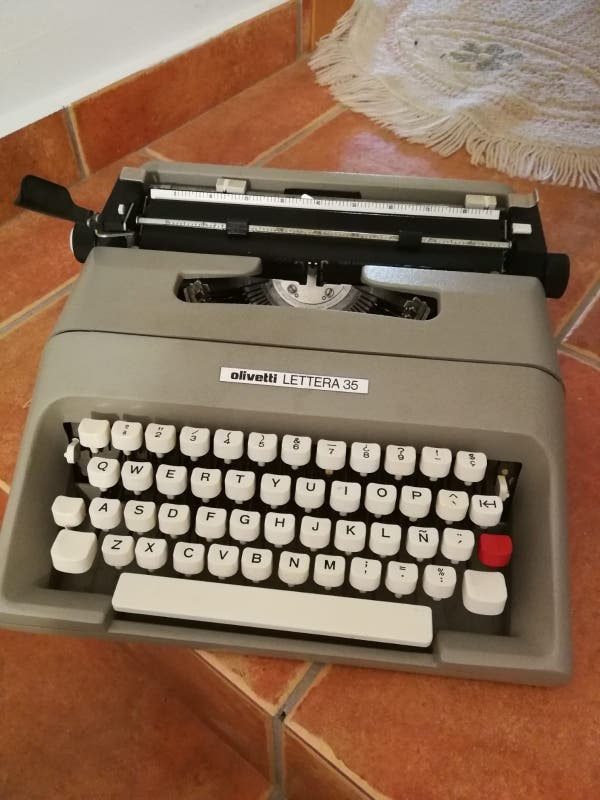 Maquina de escribir Olivetti Letrera 35