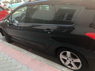 Peugeot 308 SW negro