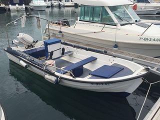 Embarcación con fueraborda de 15 cv.