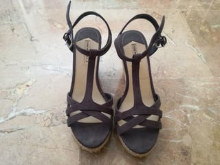 Sandalias de cuña de Oysho