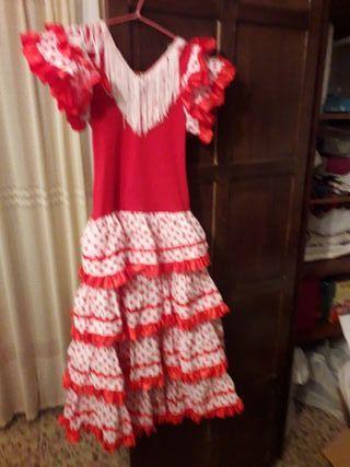 vestido flemenca con zapatos y complementos