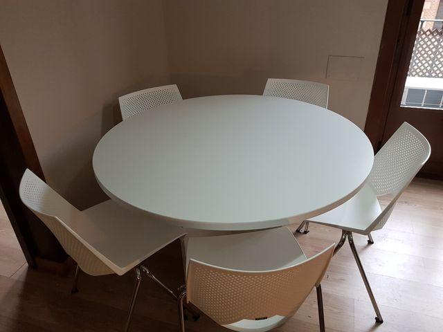 Mesa comedor redonda blanca con 4 sillas