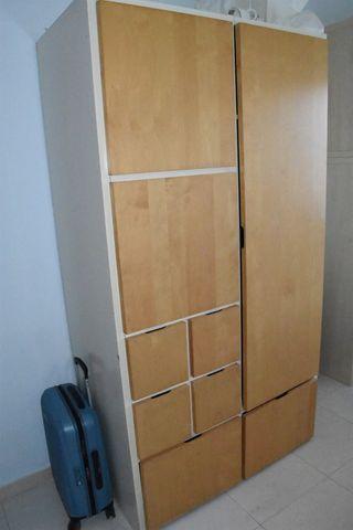 Armario para habitación juvenil en blanco y roble