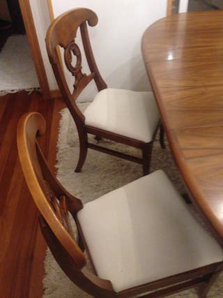 sillas de madera, a 40€ cada una..las 4, 100€