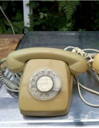 2 Teléfonos antiguos